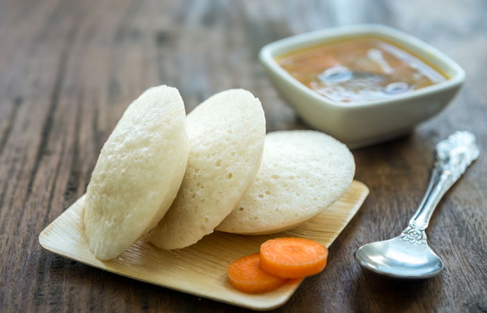 Steamed idlis with chutney